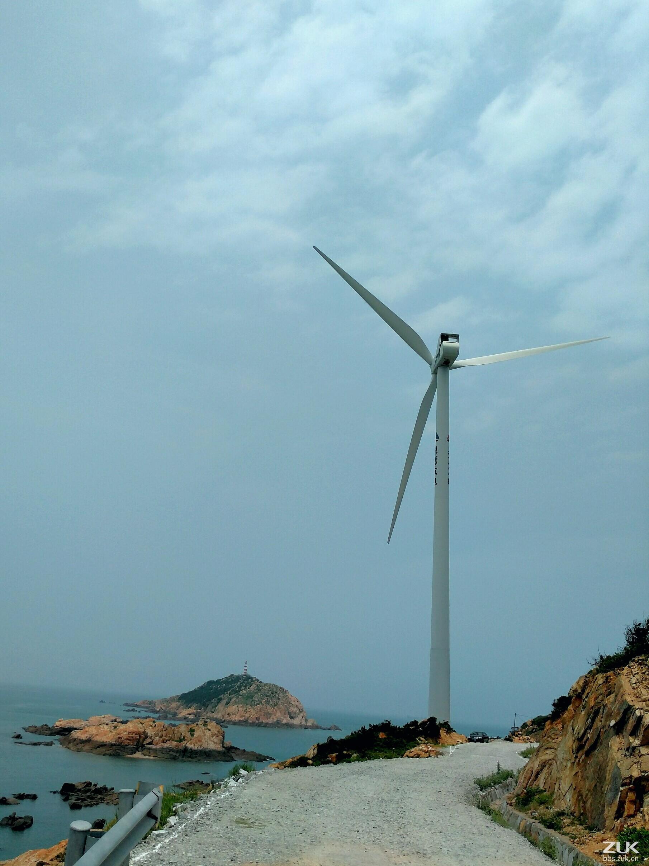 风车位于小岞镇后内村东侧的残丘上和惠安火电厂与散杂货码头的围堤处