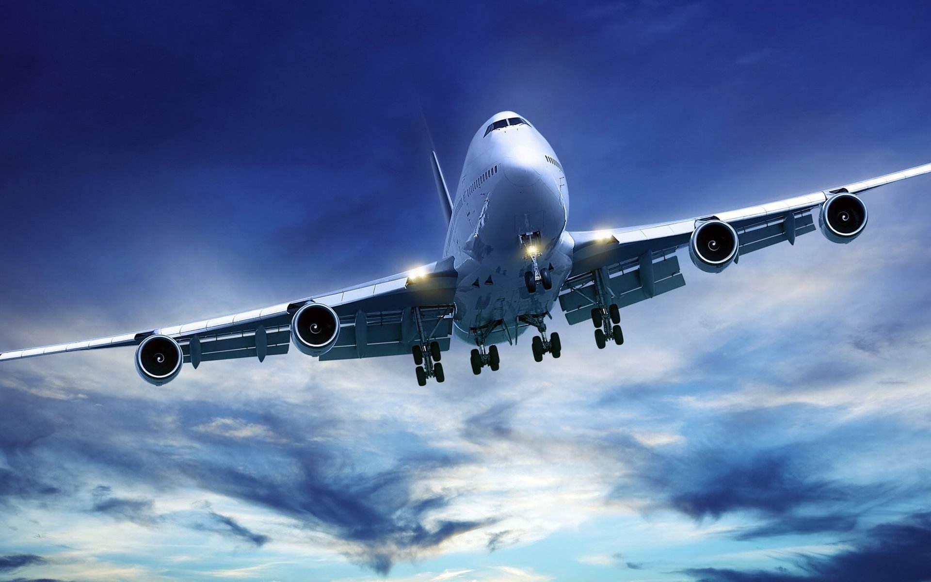 """飞机起飞后,广播里传出航空小姐热情的声音:"""""""