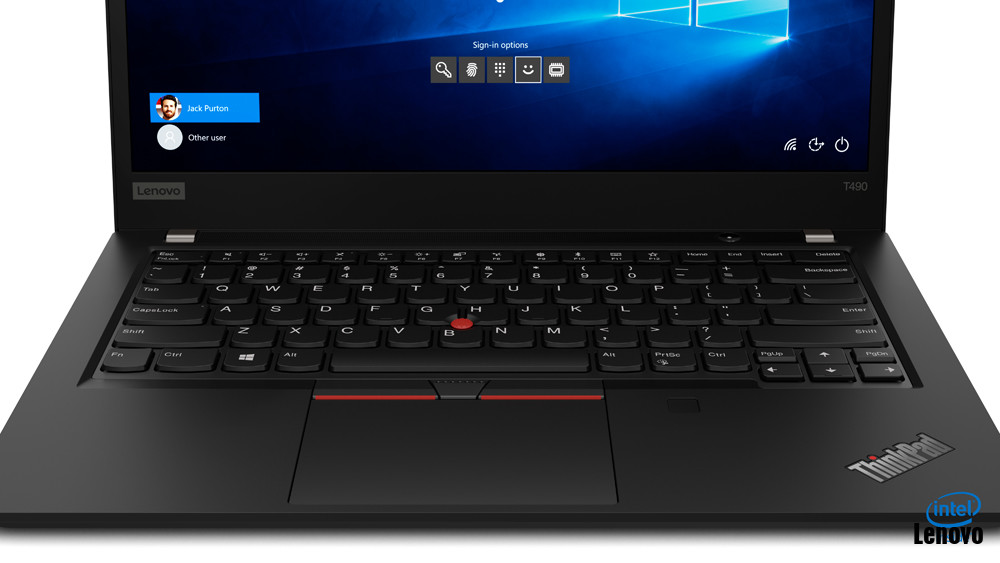 17_thinkpad_t490_close_up_fpr_trackpad___keyboard.jpg